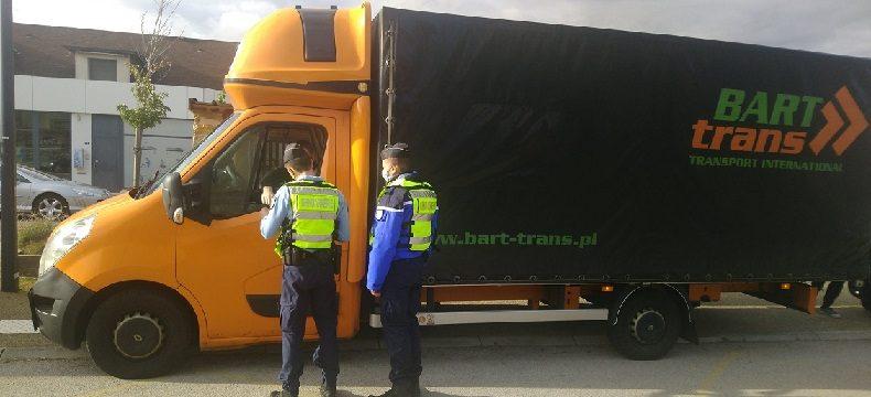 Francia se pone seria contra las violaciones de ley de las camionetas Sprinter, también llamadas Cigüeñas