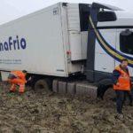 Las imágenes de un camión de Primafrio atascado en un barrizal, no son actuales