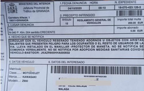 Multa de 200€ a un motorista, por llevar protección de manetas