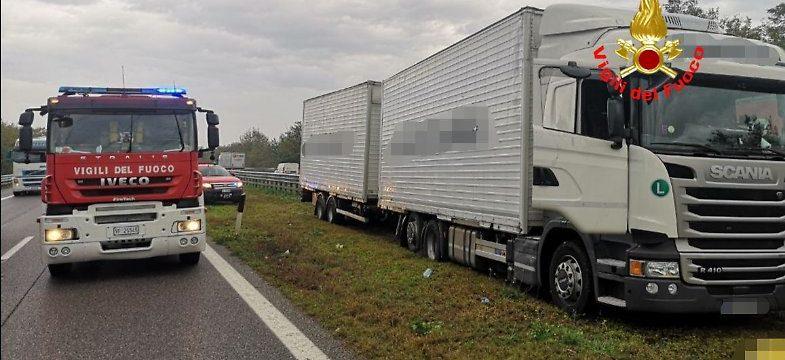 Un camionero de 46 años, se detiene, se baja del camión y se desploma sin vida en la A21