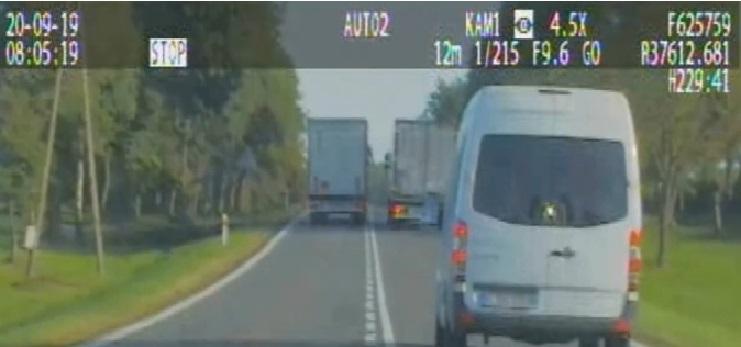 Un camión adelanta en línea continua… lo que no esperaba detrás un camuflado de la policía