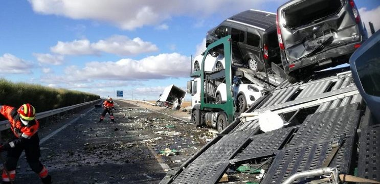 Herido el conductor de un camión tras chocar con otro en la A-23, Teruel