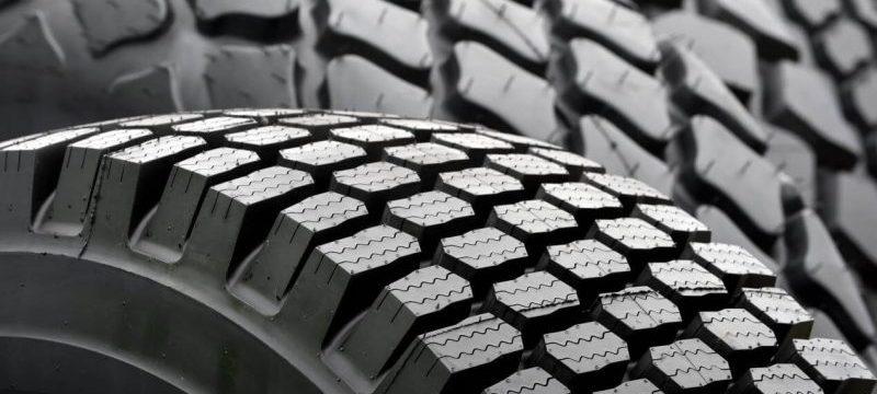 Reino Unido prohíbe la circulación de camiones con neumáticos de más de diez años