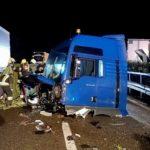 Un camión hace la tijera y la cabina sale despedida hasta el carril opuesto de la A22 Italia