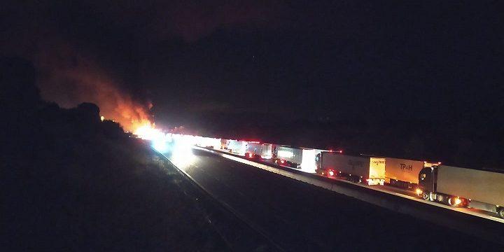 Cortada la A9 dirección España, por la colisión e incendio de tres camiones.