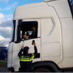 La policía holandesa invita a los camioneros a café como parte de la campaña «Café con un policía»