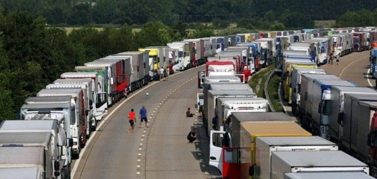 El divorcio euro-británico ya provoca largas filas de camiones en suelo francés