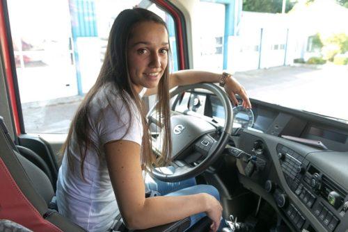 Camionera Angelique (19 años): ¡Me encanta la adrenalina!  Cuando era una niña iba en un camión grande.
