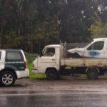 Denunciado por llevar una furgoneta sobresaliendo de su camioneta en Vilaboa (Pontevedra)