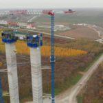 Los pilares del puente sobre el Danubio han pasado la altura de 120 metros, llegarán casi a los 200 de altura