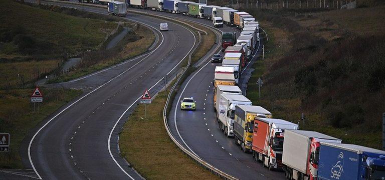 Brexit: cierre de fronteras, atasco en el colapso Canal de la Mancha y aeropuerto Kent. El transporte teme lo peor.
