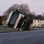 Un camión vuelca al colisionar contra un coche  que invadió el sentido contrario en Austria.