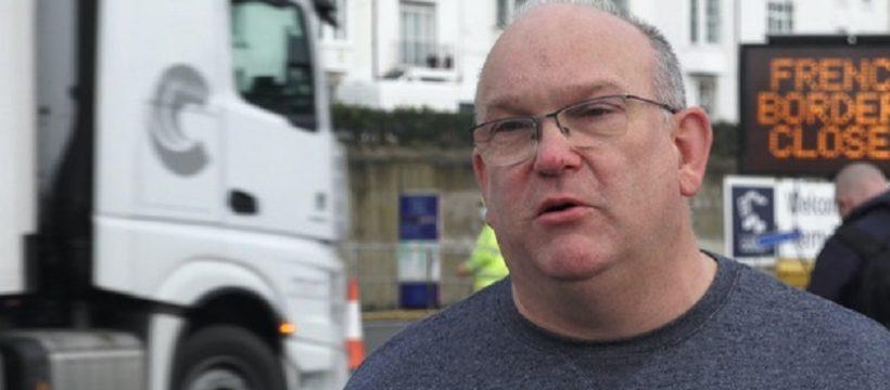 «No tengo información, ninguna información. Tengo 1.400 km para ir a mi casa. ¡Es Navidad! Reclama un camionero.