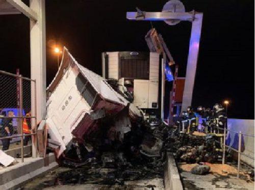 Herido grave, el conductor de un Camión Frigorífico de regreso a España, al estrellarse en el peaje Saint-Jean-de-Védas, A9