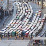 Miles de camiones españoles en el Reino Unido atrapados por el cierre de la frontera a 4 días de Navidad