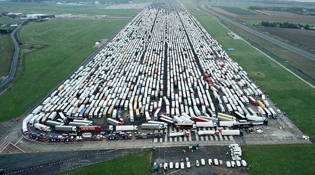 El retorno de los transportistas en UK podría alargarse hasta Nochevieja