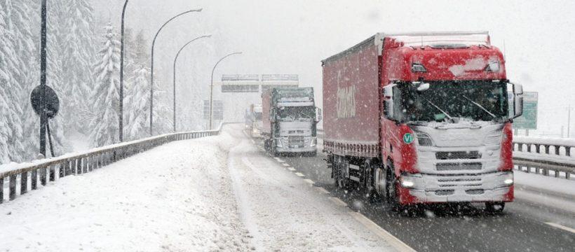 Alerta roja en Madrid. Última hora de las nevadas y carreteras cortadas