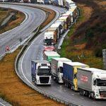 Los transportistas al Reino Unido atrapados en colas kilométricas e incumpliendo la regulación del tacógrafo