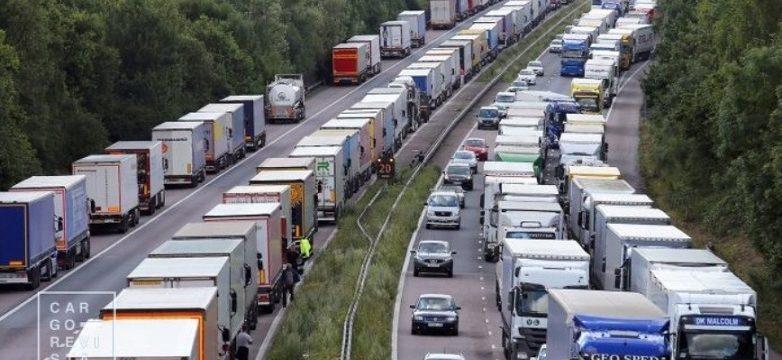 """Brexit y la """"gestión desastrosa"""" del tráfico de mercancías: las colas de camiones se amplían en Francia"""