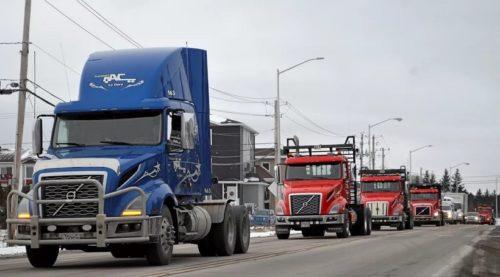 Esto en España no se hace: 40 camiones protestan por la muerte de un camionero en un tramo peligroso de accidentes