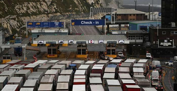 El transporte del canal se detiene por la prohibición los países de la UE de viajar al Reino Unido por la variante Covid