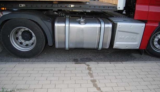 Expulsados de Francia, tres ladrones que habían vaciado el depósito de gasoil de un camión en Croissy-Beaubourg