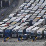 Más de 5000 camiones siguen atascados: «Muchos conductores se quejaron de que se estaban quedando sin agua y sin comida»