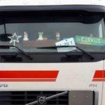 La policía danesa advierte a los camioneros que la decoración navideña, no debe interferir en la visibilidad.