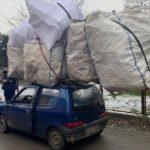 Denunciado un conductor que llevaba la carga más grande que su Fiat Seicento en el techo