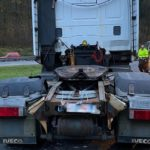 La policía alemana detiene una tractora Iveco con la suspensión de madera.
