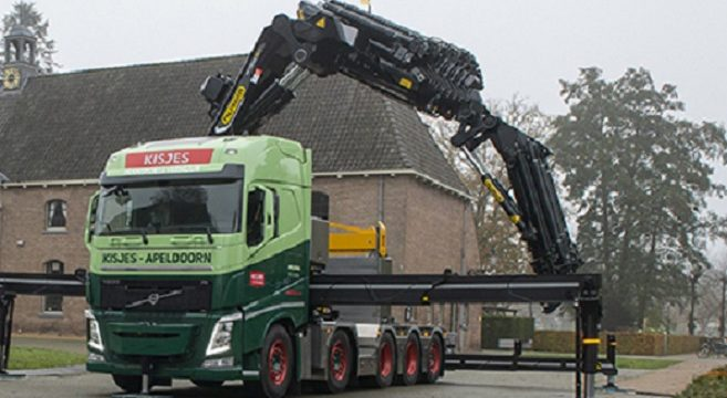 Volvo FH 10X4  con grúa Palfinger de 165 ton/m con brazo mecánico de de 36,5 metros, y capacidad de carga de 1600 kg
