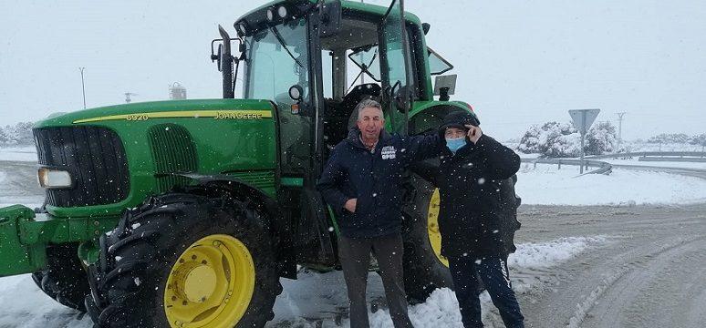 «Una historia de héroes». El agradecimiento de un camionero a dos agricultores que le rescataron de la nieve y el hielo.
