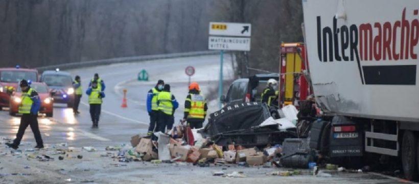 Fallece un bombero al colisionar contra un camión a causa del hielo en la R166