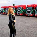 Adriana Oltean, 28 años, camionera en Almería: 'aunque no seas alta puedes conducir el camión sin problemas'