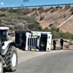 El viento vuelca un camión de Primario en Jaravia