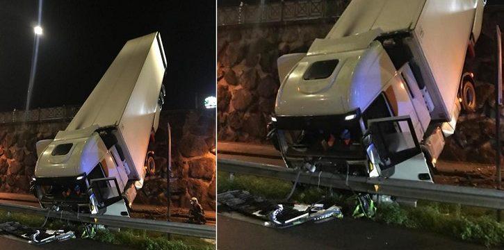 Un camión cae de un desnivel de cinco metros del aparcamiento de los pabellones, en Lasarte-Oria