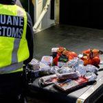 Policías holandeses se ríen y dicen 'Bienvenido al Brexit' mientras confiscan los bocadillos de jamón de los camioneros británicos