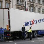 Camiones protestan cerca del parlamento de Londres y en la casa de Boris Johnson por burocracia posterior al Brexit