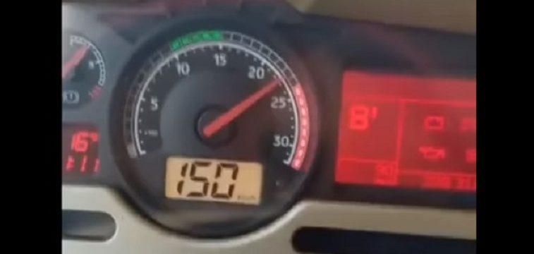 El conductor de un camión se filma orgulloso a 150 km/h en la autopista