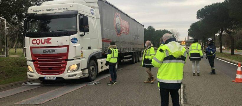 El peso de los vehículos pesados bajo vigilancia. Operación de control de camiones para mejorar la seguridad