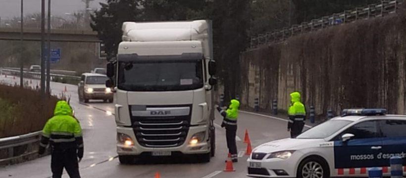 Denunciados más de 200 camioneros por incumplir la prohibición de circular en Cataluña