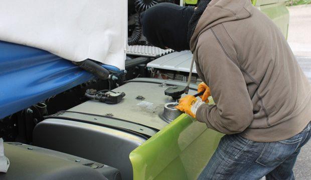 Un camionero advierte: En las gasolineras de la AP7, rompen las cerraduras para entrar en la cabina estando dormido.