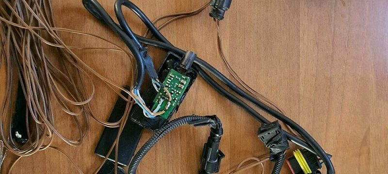 1.700€ de multa y 10 puntos del carné a un camionero, por aplicar un dispositivo electrónico al tacógrafo.