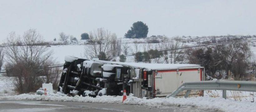 Seis detenidos por saquear en Sariñena un camión del Eroski accidentado por Filomena