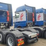 Tractoras con paneles solares para que los conductores también tengan energía completa el fin de semana