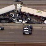 Cinco muertos, más de 30 heridos: un gigantesco choque se convierte en drama en Texas