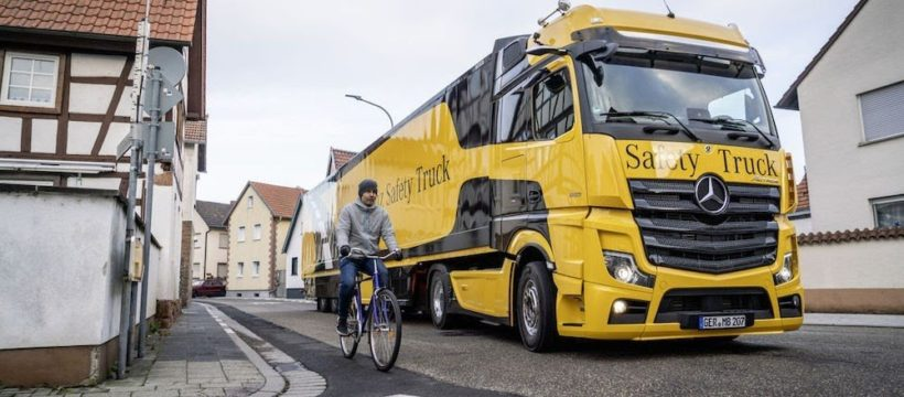 angulo muerto camion ciclista Mercedes Actros