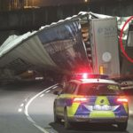 Destroza un camión articulado en un puente señalizado con 2,8 m en Freital