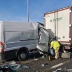 Sólo un milagro hizo que el conductor de una furgoneta sobreviviera a este accidente en la E17 Amberes