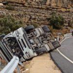 Un joven herido al volcar con su camión en Morella